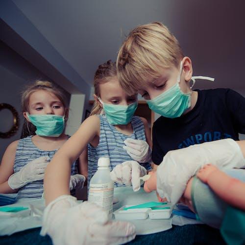 Gratis stockfoto met chirurg, eerste hulp, jeugd, jongen