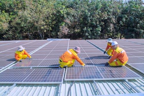 Fotos de stock gratuitas de albañiles, electricistas, energía alternativa
