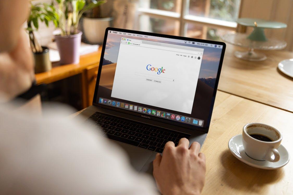 Безкоштовне стокове фото на тему «Google, введення тексту, всередині»