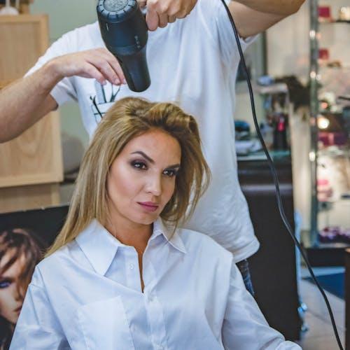 Η «διάσημη» θεραπεία κερατίνης για πραγματικά λαμπερά μαλλιά