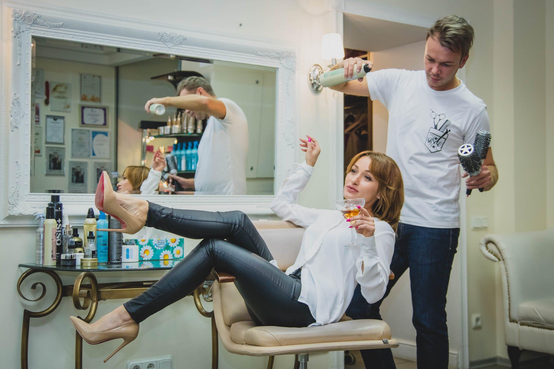 How to Choose a Hair Salon in Newport Beach