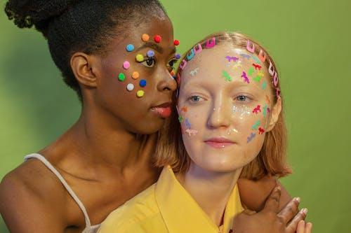 Základová fotografie zdarma na téma afroameričanka, bambule, barevný