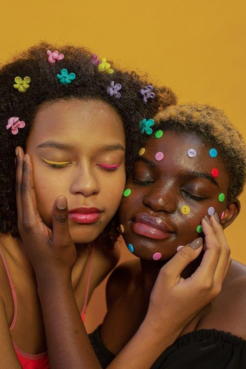 Gratis stockfoto met Afro-Amerikaanse vrouw, anders, binnen
