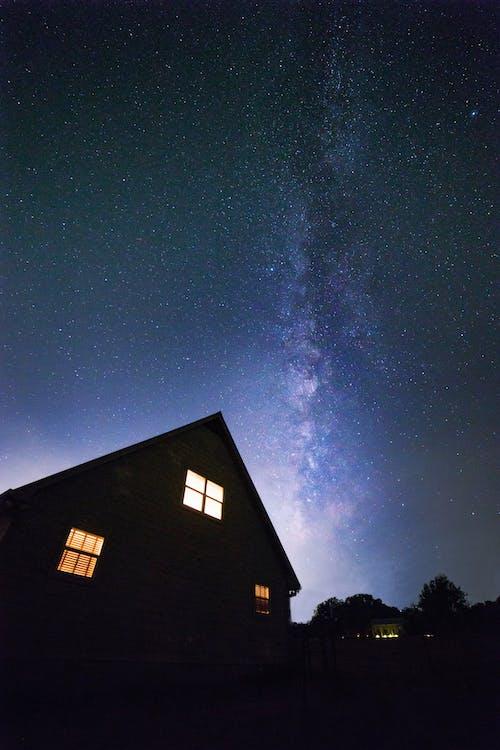 ev, gece, gökyüzü, ışıklar içeren Ücretsiz stok fotoğraf