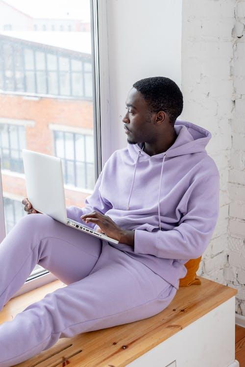 Kostenloses Stock Foto zu afroamerikanischer mann, anstellung, arbeit