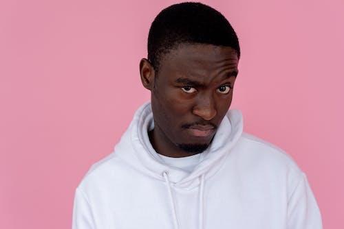 Kostenloses Stock Foto zu afroamerikanischer mann, aufmerksam, ausdruck