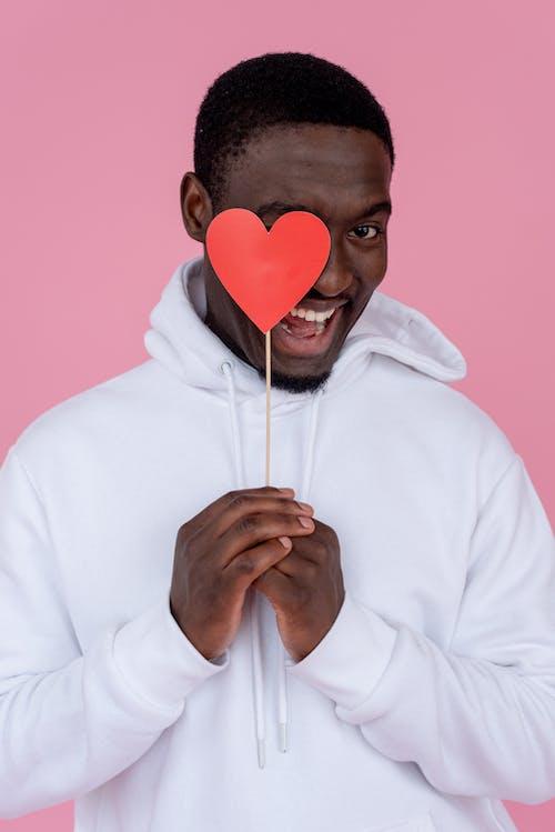 Безкоштовне стокове фото на тему «афроамериканський чоловік, білий, вертикальний»
