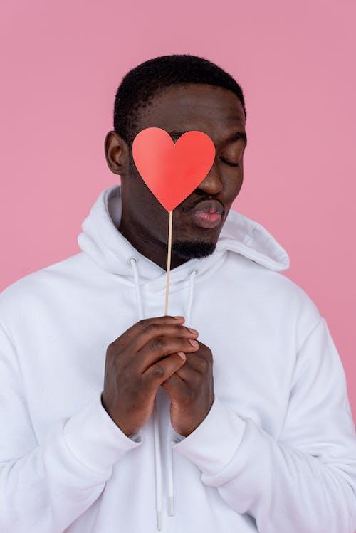 Darmowe zdjęcie z galerii z afroamerykanin, biały, bluza z kapturem