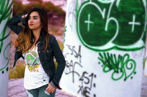 Darmowe zdjęcie z galerii z ciemnozielony, dziewczyna, graffiti, hdr