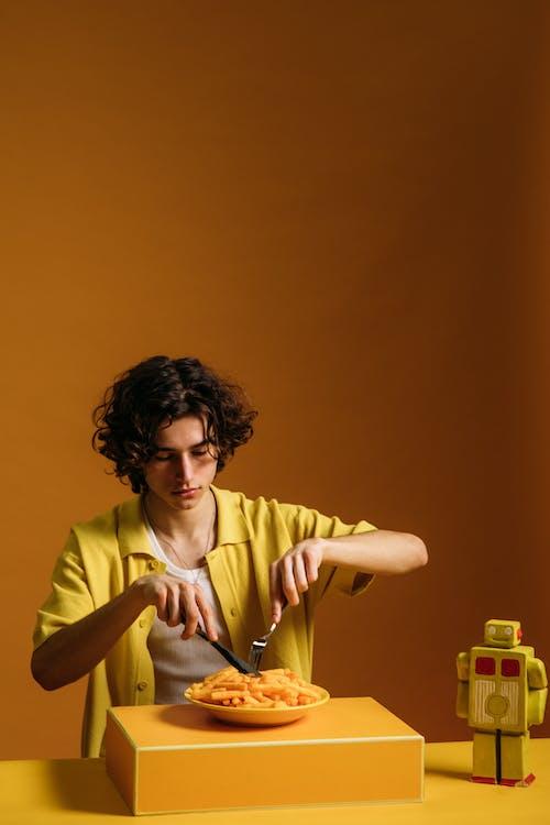 Δωρεάν στοκ φωτογραφιών με cool, orange_background, αγόρι