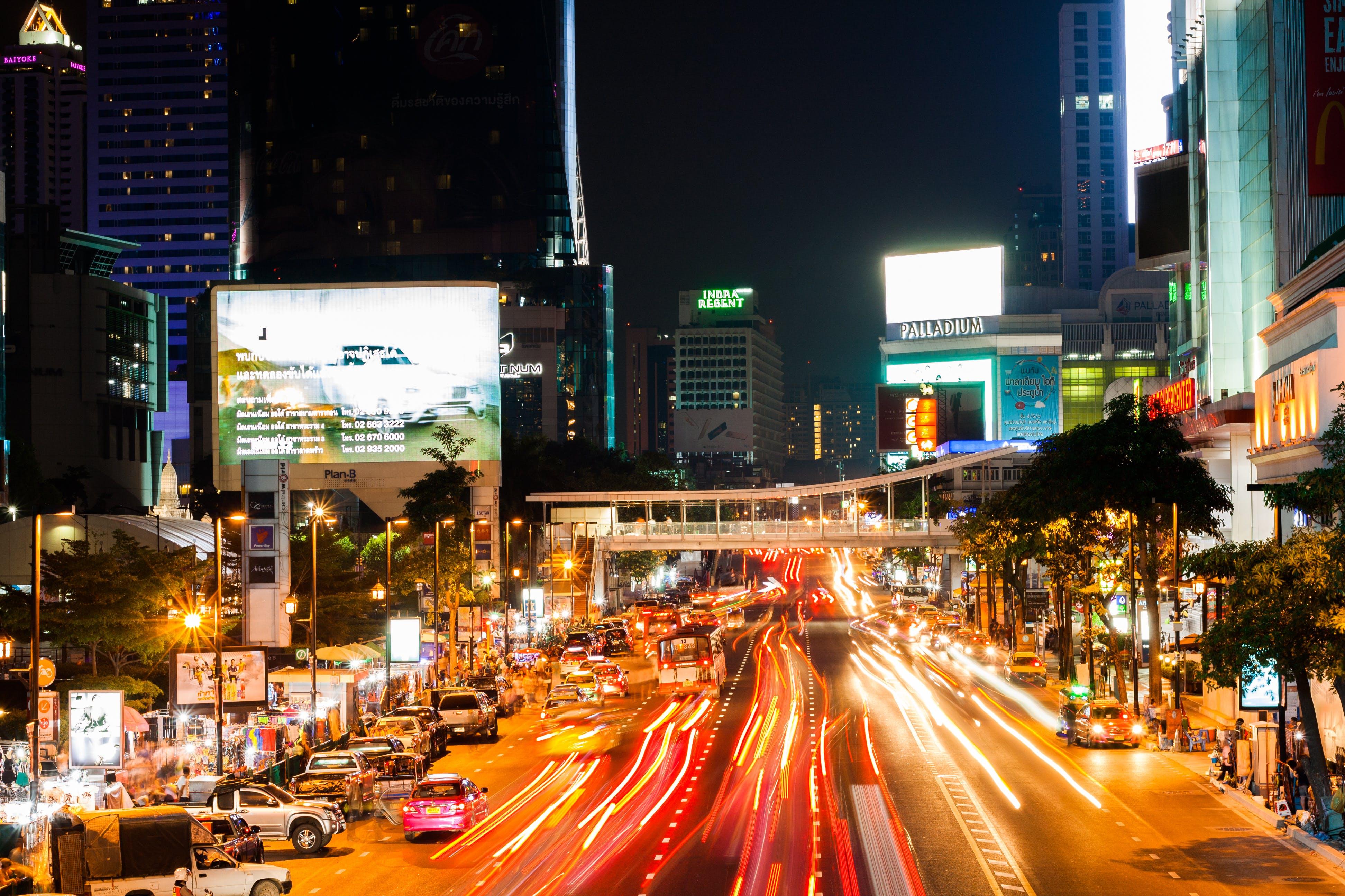 Kostenloses Stock Foto zu autos, beleuchtung, gebäude, langzeitbelichtung