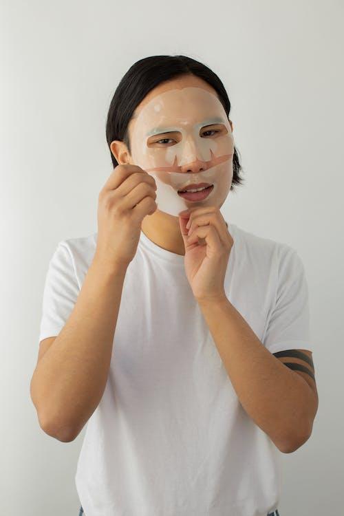 Kostenloses Stock Foto zu asiatischer mann, aussehen, befeuchten
