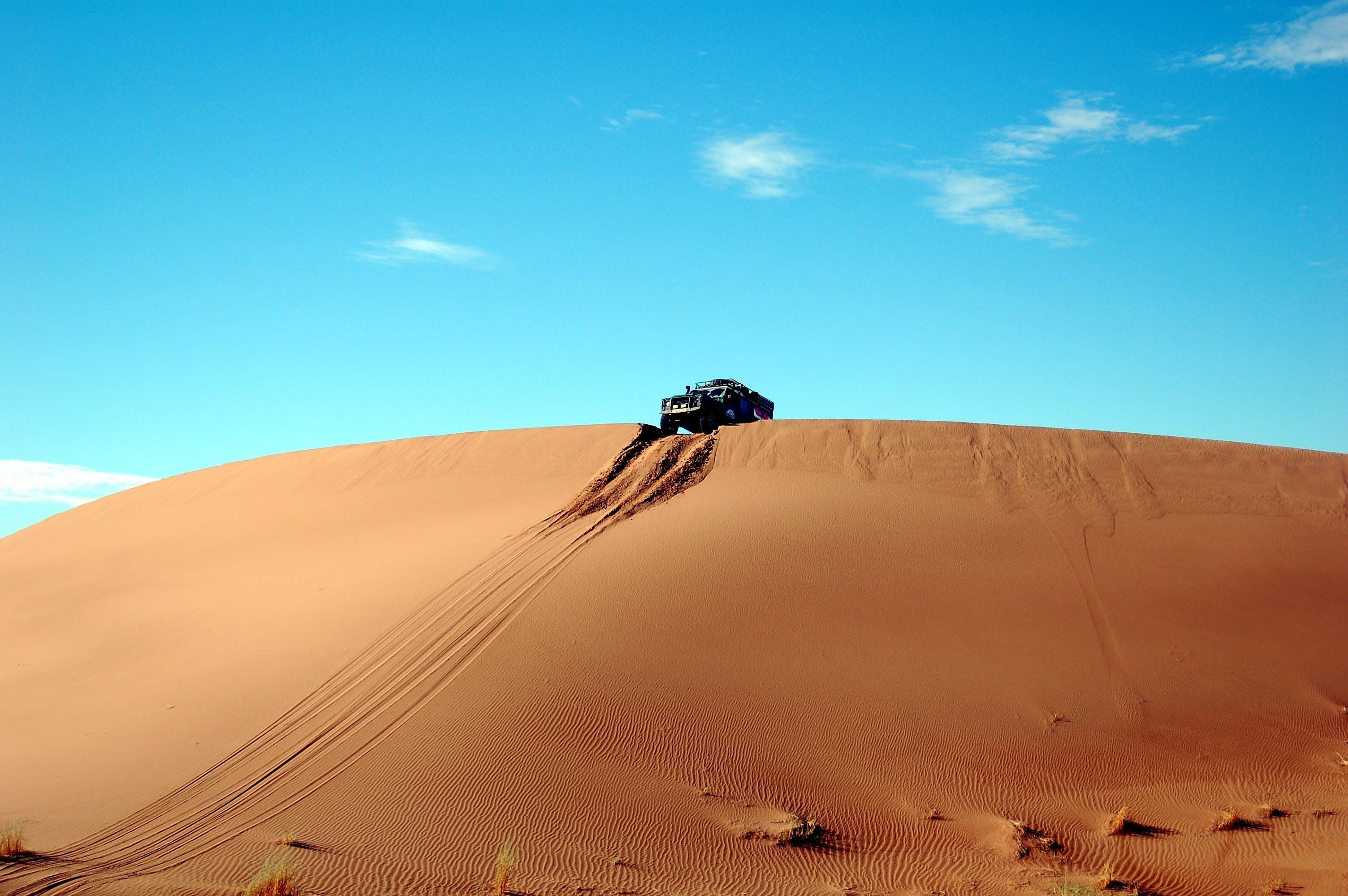Základová fotografie zdarma na téma 4x4, duny, obloha, písečné duny