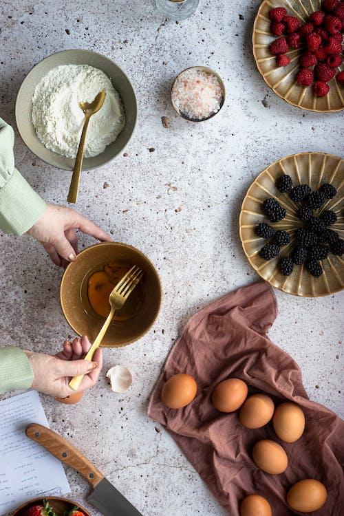 Gratis lagerfoto af æg, bær, bage