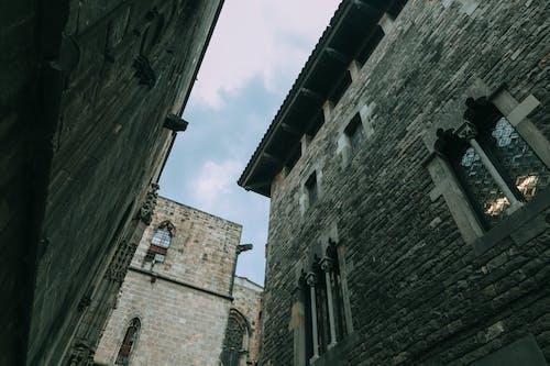 Foto profissional grátis de aparência, arquitetura, arranha-céu, capela