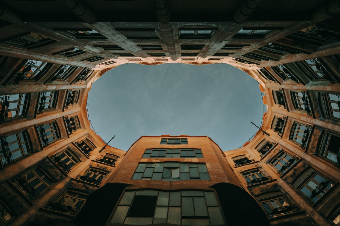 กลางแจ้ง, การออกแบบสถาปัตยกรรม, ช่องว่าง