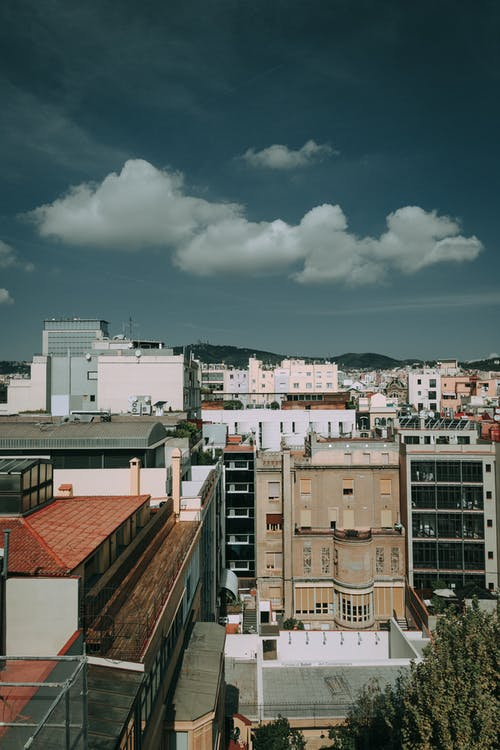 거리, 건물, 건축, 구름의 무료 스톡 사진