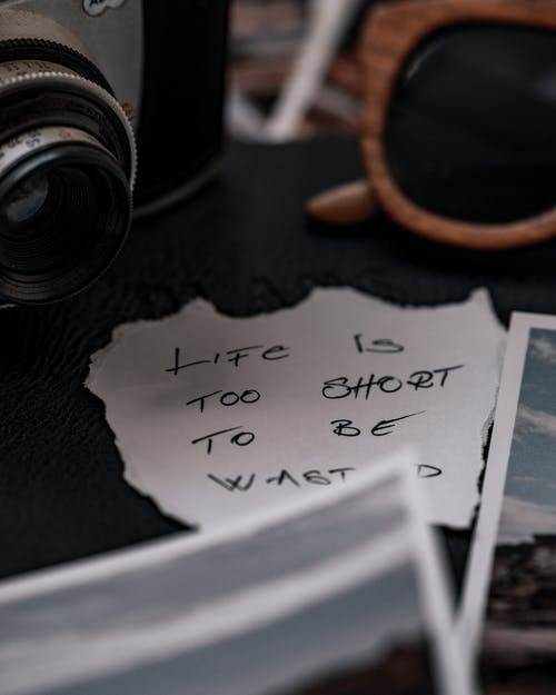 Ingyenes stockfotó analóg fényképezőgép, antik, az élet túl rövid témában