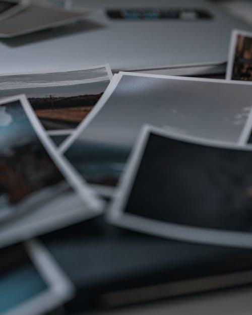 Ingyenes stockfotó fényképek, fotók, fotók az asztalon témában