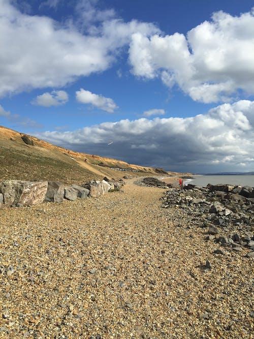 바위, 변덕스러운 하늘, 자갈, 절벽의 무료 스톡 사진
