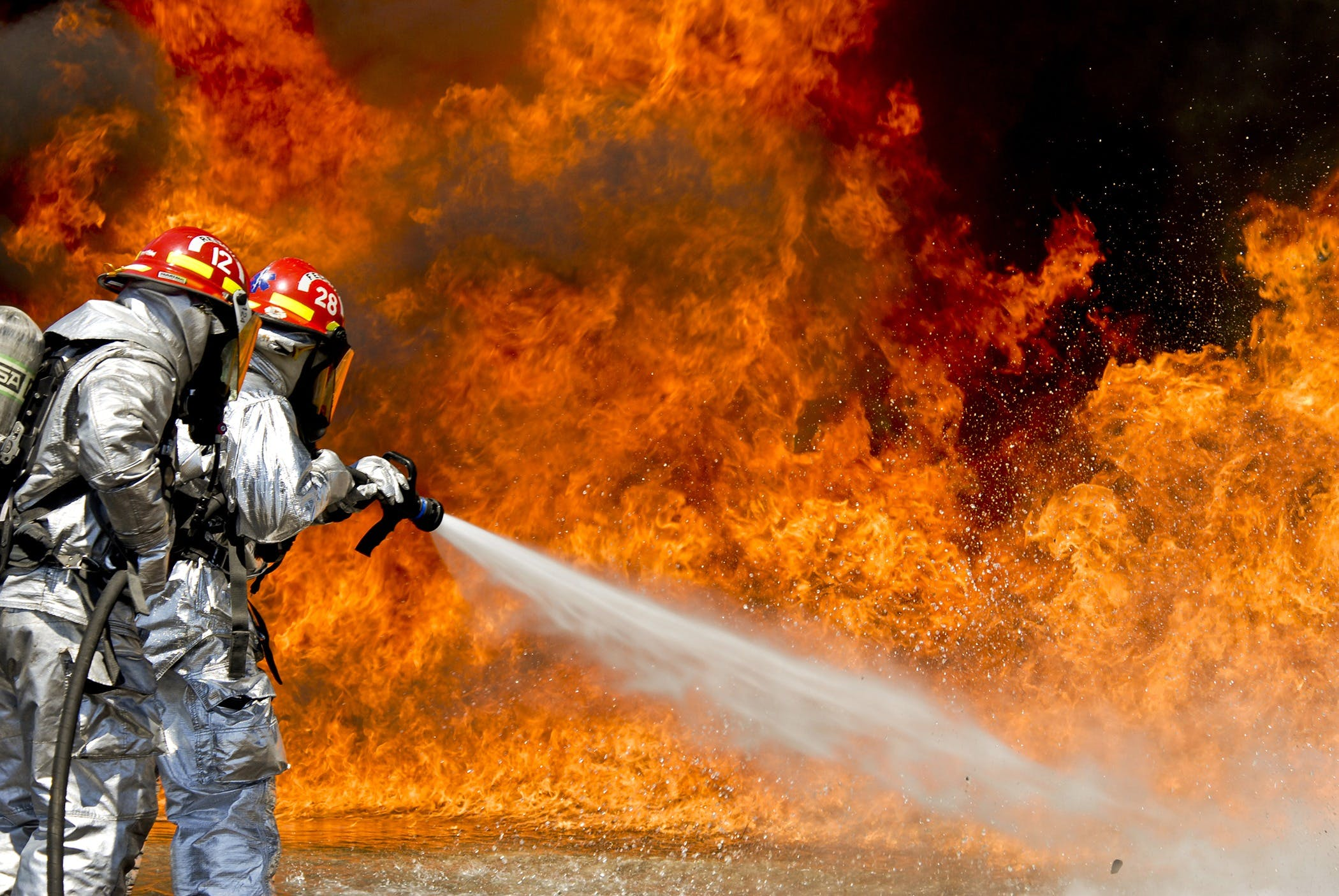 Photo of a 2 Fireman Killing a Huge Fire