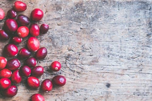 Безкоштовне стокове фото на тему «грубий, дерев'яна поверхня, кавові зерна, сільський»