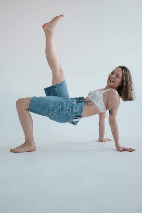 Gratis stockfoto met aangenaam, been omhoog, beha