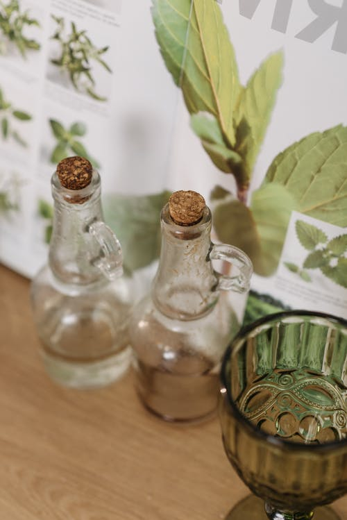 Ảnh lưu trữ miễn phí về bàn gỗ, chai, chén