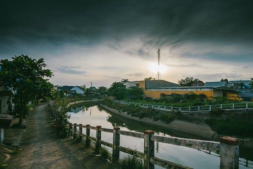 강, 건축, 경치, 구름의 무료 스톡 사진