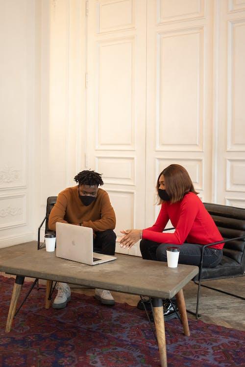 Безкоштовне стокове фото на тему «covid, афроамериканський чоловік, багатоетнічне»