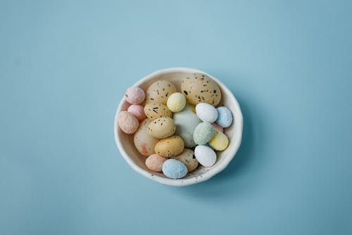 White Ceramic Bowl With White and Brown Pebbles