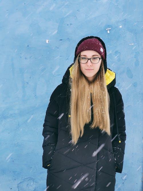 Fotos de stock gratuitas de abrigo, adulto, bonito