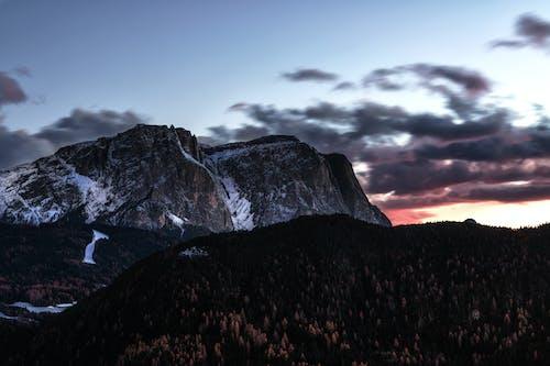 Immagine gratuita di alba, leggero, montagna, montagna rocciosa