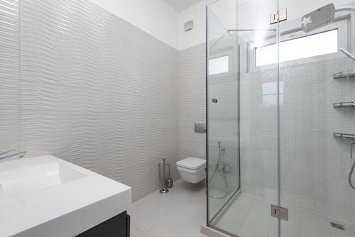 Kostenloses Stock Foto zu badezimmer, beige, boden