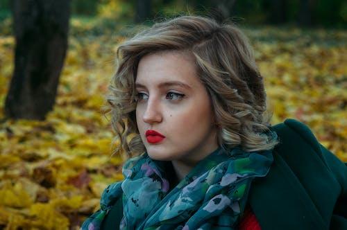 Gratis lagerfoto af ansigtsudtryk, fokus, fotosession, halstørklæde