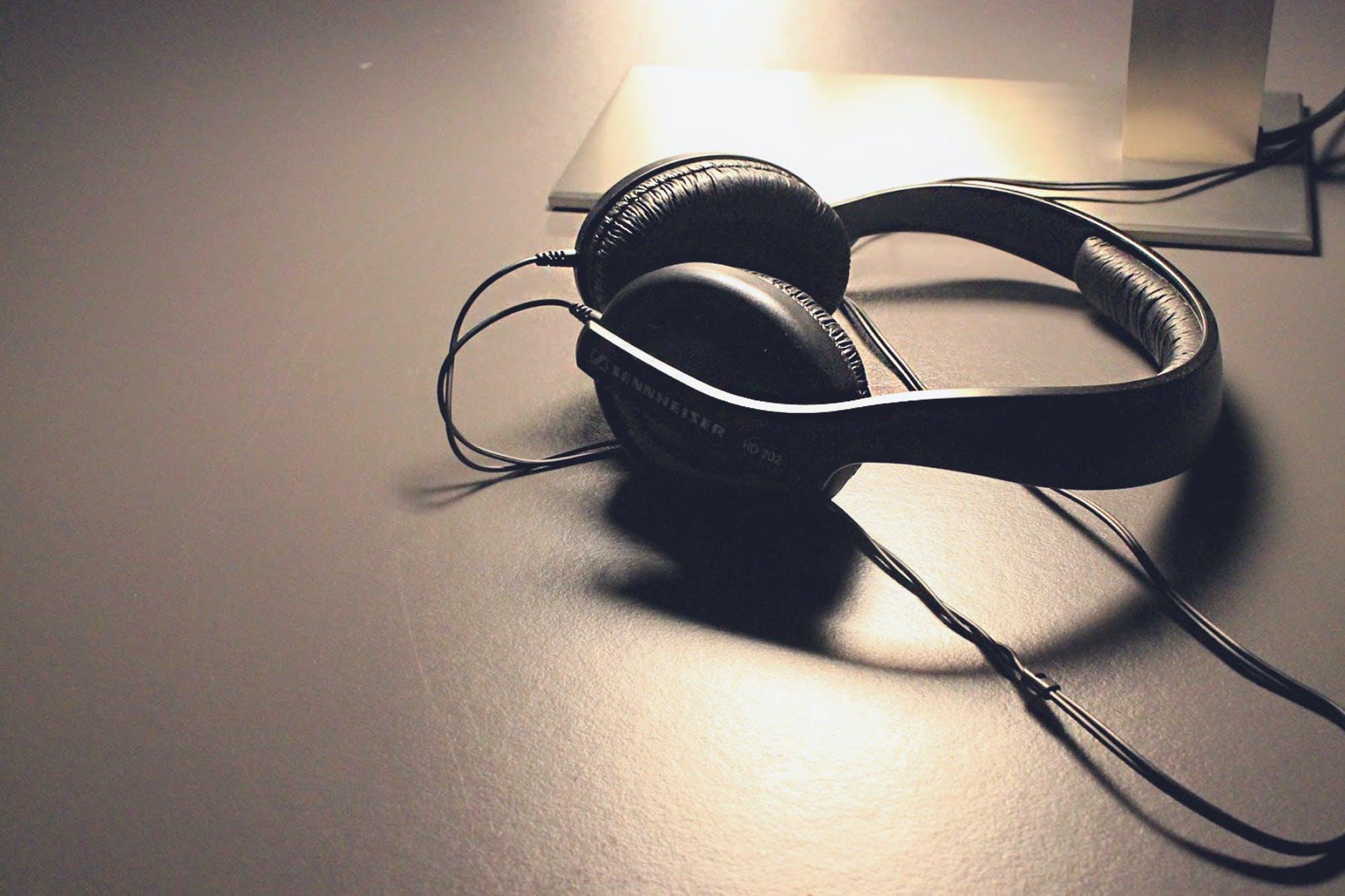 Free stock photo of desk, headphones, music, sound