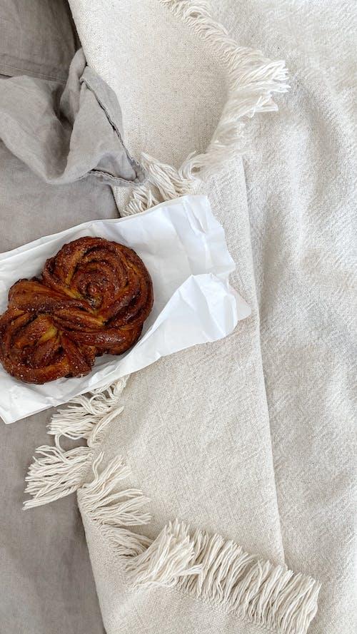 Ingyenes stockfotó ágy, beltéri, croissant témában