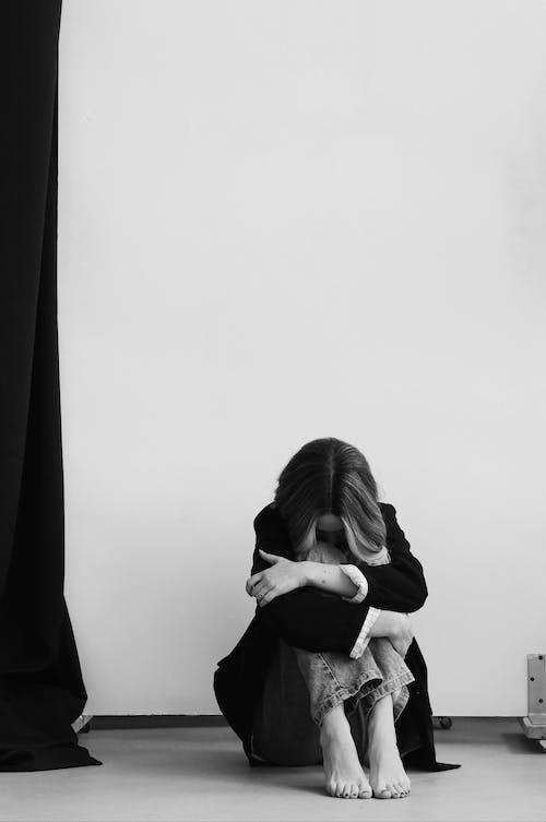 bw, インドア, うつ病の無料の写真素材