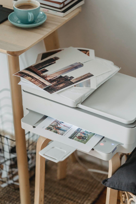 принтер с бумагой
