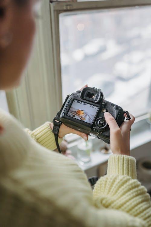 Darmowe zdjęcie z galerii z anonimowy, aparat fotograficzny, bez twarzy