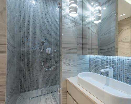 Gratis lagerfoto af badeværelse, belyse, bolig