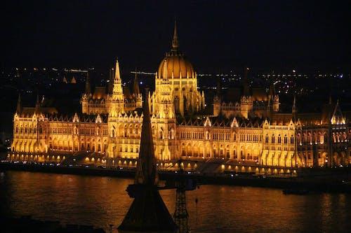 Fotos de stock gratuitas de Danubio, edificio del parlamento húngaro, luces