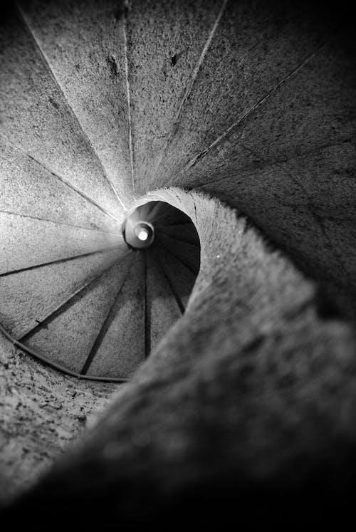 Darmowe zdjęcie z galerii z cień, czarno-biały, drabina
