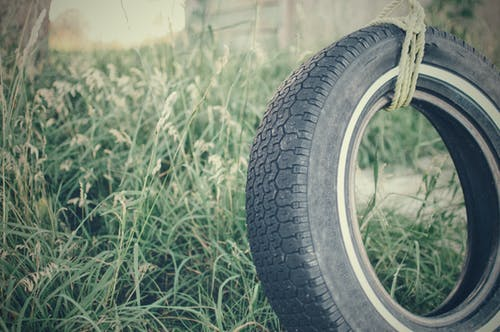 Photos gratuites de balançoire, espace extérieur, herbe, pneu