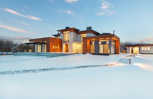Gratis stockfoto met accommodatie, architectuur, binnenkomst