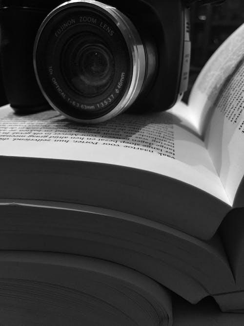 Kostnadsfri bild av böcker, bokbindningar, boksidor, digitalkamera