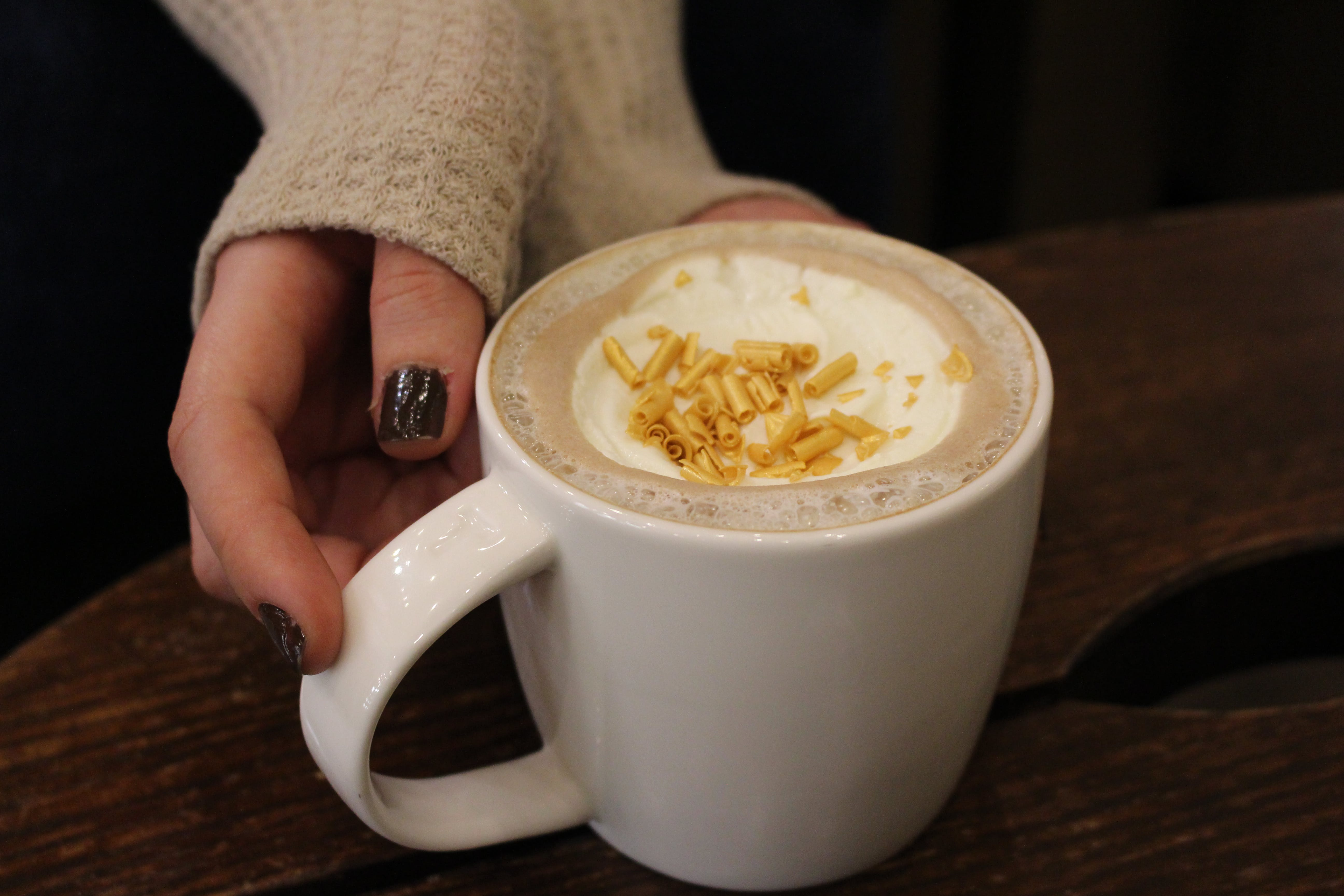 Fotos de stock gratuitas de acogedor, bombón, café, dorado