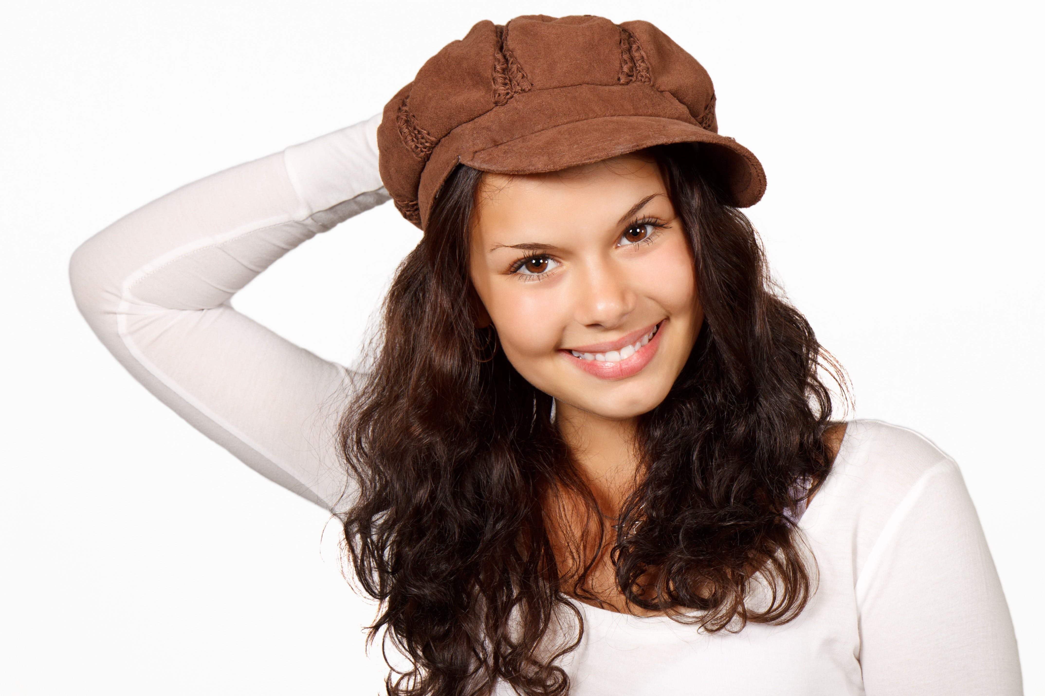 갈색 머리, 모델, 모자, 미소 짓는의 무료 스톡 사진