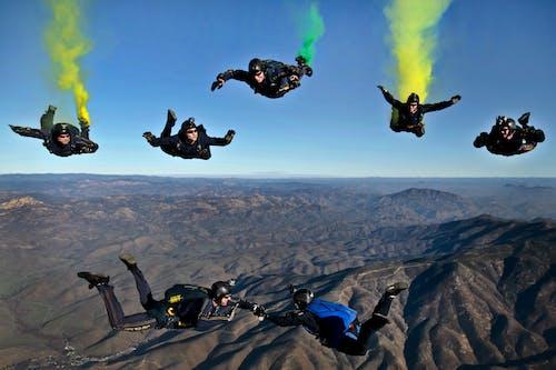 Ingyenes stockfotó ég, ejtőernyősök, ejtőernyőzés, emberek témában