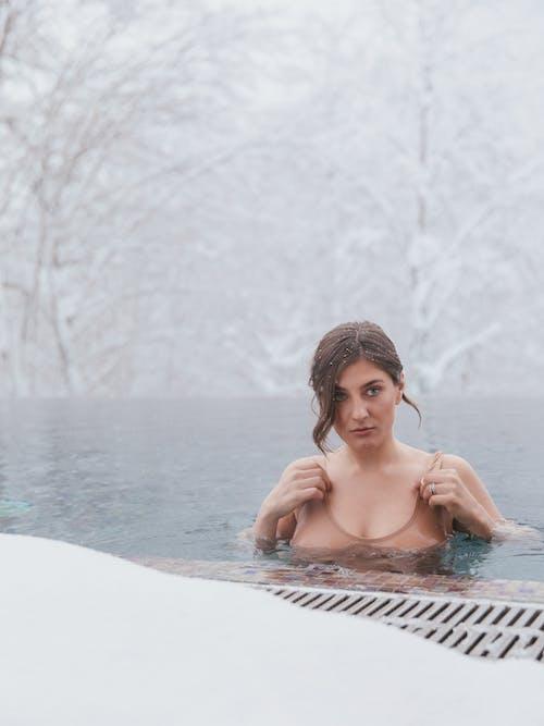 Δωρεάν στοκ φωτογραφιών με @εξωτερικου χωρου, γυναίκα, κρύο